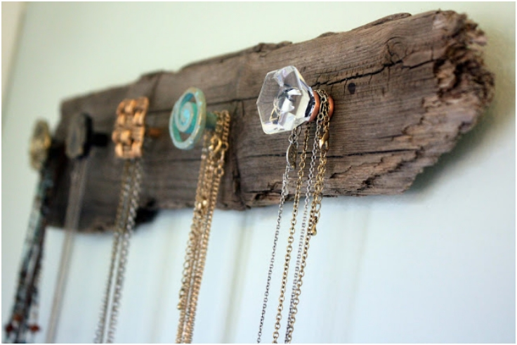 Driftwood-And-Doorknobs-Necklace-Display