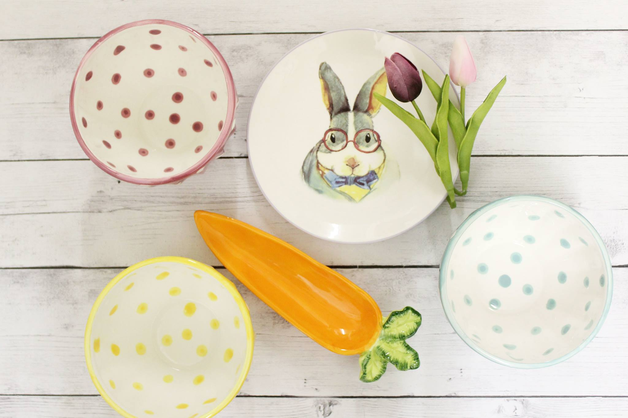 Easter decor, dishes, plates